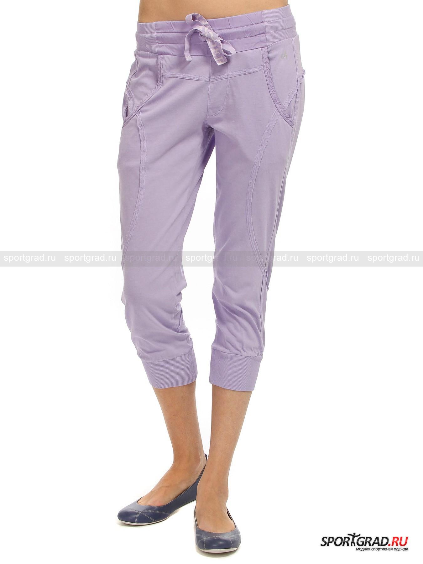 Капри женские хлопковые Capri pants DEHAБриджи, Капри<br>Пленительные женские капри Capri pants DEHA в нежной сиреневой гамме освежат и украсят весенний гардероб тех дам и девушек, что подустали от тяжелых зимних одежд и цветов. Плавные и закругленные фигурные линии, просматривающиеся в дизайне карманов, декоративного фронтального клапана, кокетки и рельефных швов, отороченных волнистым необработанным краем,  вместе с гладкой отделкой из ткани другой текстуры, нежели основное изделие, придают модели очарования и женственности. Комбинированный эластичный пояс с тесьмой, протянутой по кулиске, как и манжеты по низу брючин, выполненные узором «резинка», гарантируют комфортную фиксированную посадку. Усиленные боковые швы повышают прочность хлопкового полотна и продлевают удовольствие от носки.<br><br>Длина по боковому шву с учетом пояса 76 см, ширина пояса 32 см (размер S).<br><br>Пол: Женский<br>Возраст: Взрослый<br>Тип: Бриджи, Капри<br>Рекомендации по уходу: Изделию показана машинная стирка при температуре 30°, глажка при температуре, не превышающей 110°, и химчистка. Запрещены отбеливание и сушка в стиральной машине или электросушилке для белья.<br>Состав: Основное изделие: 100% хлопок. Отделка: 55% хлопок, 45% купро.