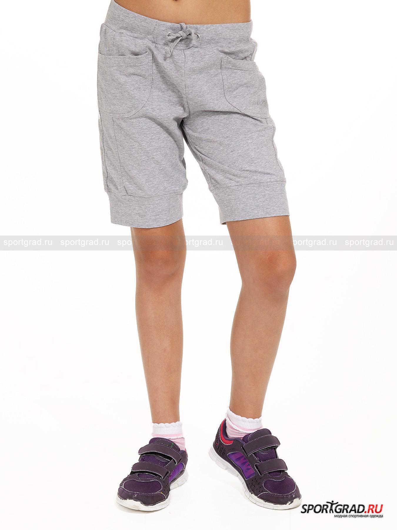 Шорты для девочек CAMPAGNOLOБриджи, Капри<br>Мягкие шорты для девочек от CAMPAGNOLO. Эта вещь подойдёт как для спортивных тренировок, так и для повседневной носки. Изделие украшено выложенным из страз именем бренда, снабжено двумянакладными карманами и удобным притачным поясом. Ткань, из которой сшита данная модель, хорошо тянется и очень приятна телу, поэтому Ваш ребёнок сможет заниматься спортом или играть без малейшего стеснения движений. Правильный выбор заботливых родителей.<br><br>Возраст: Детский<br>Тип: Бриджи, Капри<br>Рекомендации по уходу: Ручная стирка при 30 градусах, щадящий ручной отжим, гладить при температуре до 120 градусов, вывернув наизнанку.<br>Состав: 95%хлопок, 5% эластан.