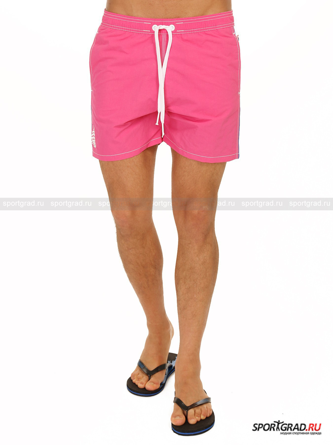 Шорты мужские пляжные BOXER MARE MARINA YACHTINGШорты, Велосипедки<br>Кричащие розовые шорты MARINA YACHTING придутся по душе любителям ярких красок. Модель изготовлена из быстросохнущего материала и снабжена сетчатой подкладкой. В шортах также предусмотрено 3 кармана: 2 прорезных по бокам и 1 накладной на кнопке сзади. Гламурный розовый цвет – это очень редко явление в коллекциях итальянского бренда MARINA YACHTING, так что ценителям оригинального пляжного стиля стоит поторопиться – размеров остается все меньше!<br><br>Пол: Мужской<br>Возраст: Взрослый<br>Тип: Шорты, Велосипедки<br>Рекомендации по уходу: Деликатная машинная стирка при 30 градусах, щадящий ручной отжим, вертикальная сушка, не гладить.<br>Состав: Верх: 100% полиамид, подкладка: 100% полиэстер.
