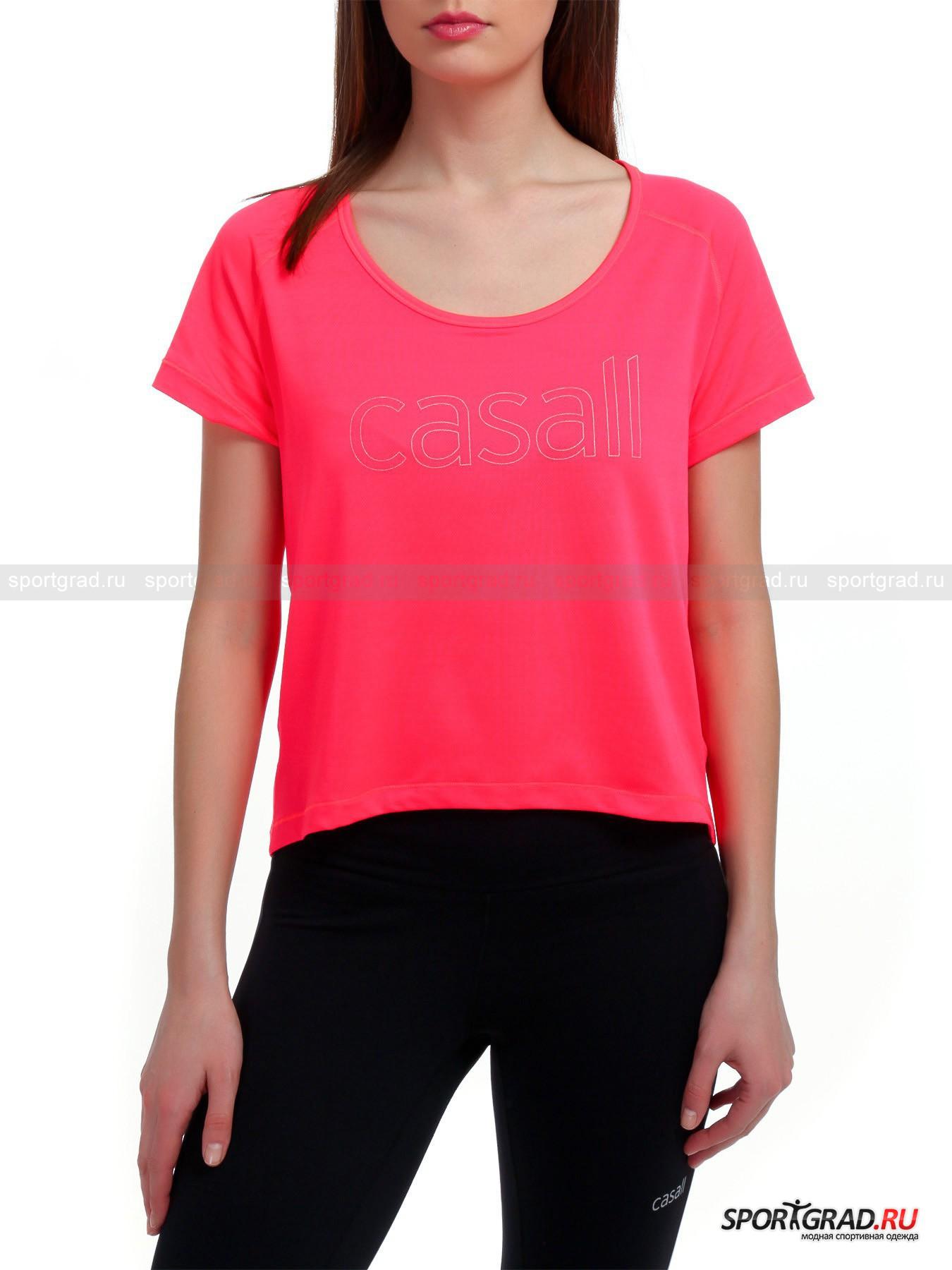Футболка женская функциональная Loose mesh running tee для бега и фитнесаФутболки<br>Свободная женская футболка Loose mesh running tee модного молодежного кроя имеет фигурный подрез спереди и, соответственно, удлиненную спинку, которые из функциональной модели для бега превратили изделие еще и в трендовую вещь.<br><br>Целиком состоящая из эластичного перфорированного материала, футболка отлично вентилируется и выветривает пот. Рукава-реглан гарантируют плечам и корпусу полноценную свободу движений, а повсеместная плоская прострочка с эффектом шва наружу оберегает полотно от деформаций во время стирки. Спереди модель декорирована буквенным принтом, чей контур вывел название уважаемого шведского бренда.   <br><br>Длина сзади по центру от горловины до низа 55 см, длина рукава по внутреннему шву 7 см, ширина груди 47 см, ширина по бедрам 49 см (размер 36).<br><br>Пол: Женский<br>Возраст: Взрослый<br>Тип: Футболки<br>Рекомендации по уходу: Изделию показана стирка при температуре строго 40°, глажка при температуре, не превышающей 110°, и бережная химчистка. Запрещено отбеливание и сушка в барабане или электросушилке для белья.<br>Состав: 86% полиамид, 14% эластан