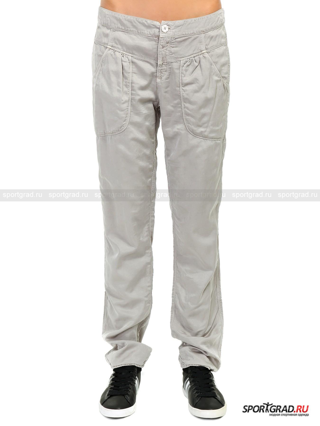 Брюки женские DEHA на хлопковой подкладкеБрюки<br>Шелковистые на ощупь женские брюки DEHA из прочного гладкого материала с добавлением купро-нитей замечательно подходят как для будничной носки, так и для выходного дня или повода. Утепленное хлопковой подкладкой, изделие, несмотря на спортивный покрой, смотрится женственно за счет клинообразной кокетки на бедрах и защипов под ней.<br><br>Длина изделия по боковому шву с учетом пояса ок. 100, 5 см, ширина в поясе 41, 5 см, ширина по бедрам 52 см (размер S).<br><br>Пол: Женский<br>Возраст: Взрослый<br>Тип: Брюки<br>Рекомендации по уходу: Изделию показана стирка при температуре 30°, глажка при температуре, не превышающей 110°, и химчистка. Запрещены отбеливание и сушка в стиральной машине или электросушилке для белья.<br>Состав: Основное изделие: 70% хлопок, 30% купро. Подкладка: 100% хлопок.
