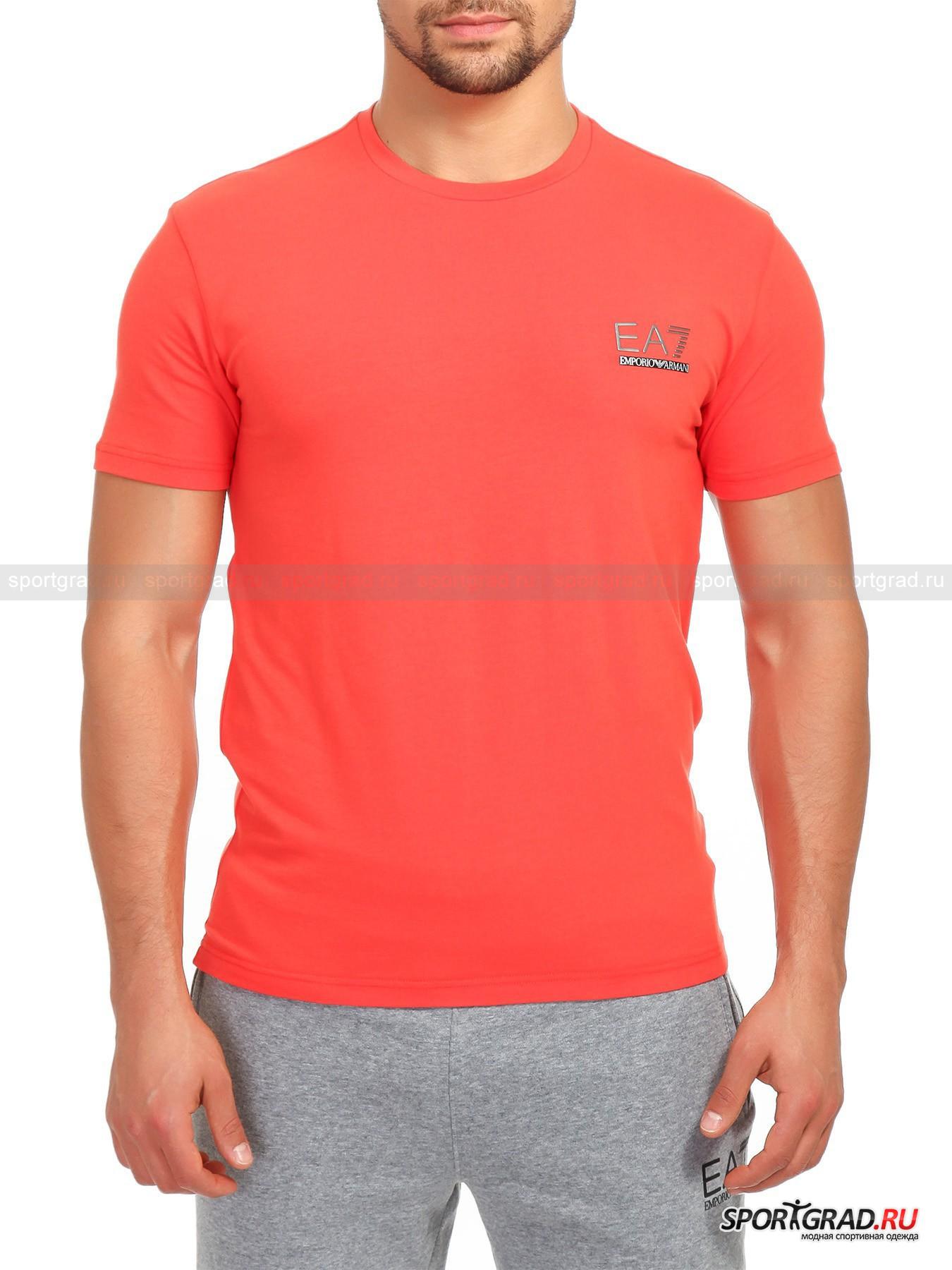 Футболка мужская EMPORIO ARMANIФутболки<br>Классическая футболка свободного кроя EA7 Emporio Armani, сшитая из плотной хлопковой ткани – это, пожалуй, самая универсальная вещь в гардеробе современного мужчины. В ней можно как заниматься спортом, так и использовать для повседневной носки: мягкий хлопок марки премиум отлично дышит, приятен телу и не требует дополнительного ухода. Грудь данной модели украшена небольшим резиновым принтом с именем и  логотипом бренда EA7 Emporio Armani – стильным дополнением к этому лаконичному спортивному образу.<br><br>Пол: Мужской<br>Возраст: Взрослый<br>Тип: Футболки<br>Рекомендации по уходу: Деликатная ручная стирка при 30 градусах, щадящий ручной отжим, гладить при температуре до 110 градусов, вывернув наизнанку.<br>Состав: 95% хлопок, 5% эластан