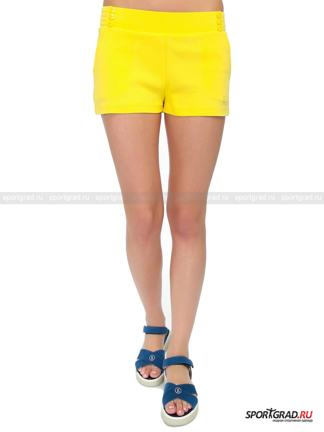 Шорты женские EMPORIO ARMANI TRAIN 7 LINESШорты, Велосипедки<br>Представить себе занятие спортом без пресловутых шорт невероятно сложно, особенно когда речь идет о летних месяцах. Для многих важно при этом выглядеть стильно и утонченно, и именно для такой публики был создан бренд EA7, ставший проектом итальянской марки одежды  EMPORIO ARMANI. Уникальное сочетание традиционного стиля и практичности сделали свое дело, подарив миру моды удивительный бренд. Модель женских шорт TRAIN 7 LINES великолепно подходит для тренировочного процесса. При этом они будут непринужденно смотреться во время загородного отдыха, пляжного сезона и на прогулке в городской черте.<br><br>•Декоративные пуговицы по бокам на поясе<br>•По бокам отделка стразами<br>•Фирменный логотип компании<br><br>Пол: Женский<br>Возраст: Взрослый<br>Тип: Шорты, Велосипедки<br>Рекомендации по уходу: Стирка при температуре 30 С. Не отбеливать. Сушка в барабане разрешена. Гладить при температуре до 110 С. Не подвергать химчистке.<br>Состав: 100% хлопок.