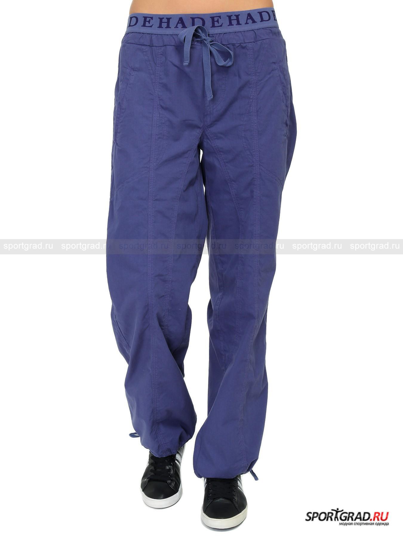 Брюки женcкие Wide leg Pants DEHAБрюки<br>Широкие брюки Pants Deha подарят вам невероятный комфорт: свободный покрой и тонкая, но плотная хлопковая ткань делают штанины практически неощутимыми для ног. Эластичный пояс, обнимающий бедра, имеет изнанку из мягкого «плюшевого» материала  и не будет натирать даже при долгом ношении.<br><br>Особенности модели:<br>- кулиска с корректирующей лентой в районе бедер;<br>- повторяющаяся по периметру пояса надпись DEHA;<br>- утягивающие шнурки внизу штанин;<br>- прямая кокетка и два больших накладных кармана сзади;<br>- дополнительные швы на штанинах спереди;<br>- два глубоких прорезных кармана, ограниченные декоративными швами.<br><br>Пол: Женский<br>Возраст: Взрослый<br>Тип: Брюки<br>Рекомендации по уходу: стирка в теплой воде до 30 С; не отбеливать; гладить слегка нагретым утюгом (температура до 120 C); только сухая чистка; нельзя выжимать и сушить в стиральной машине<br>Состав: 100% хлопок