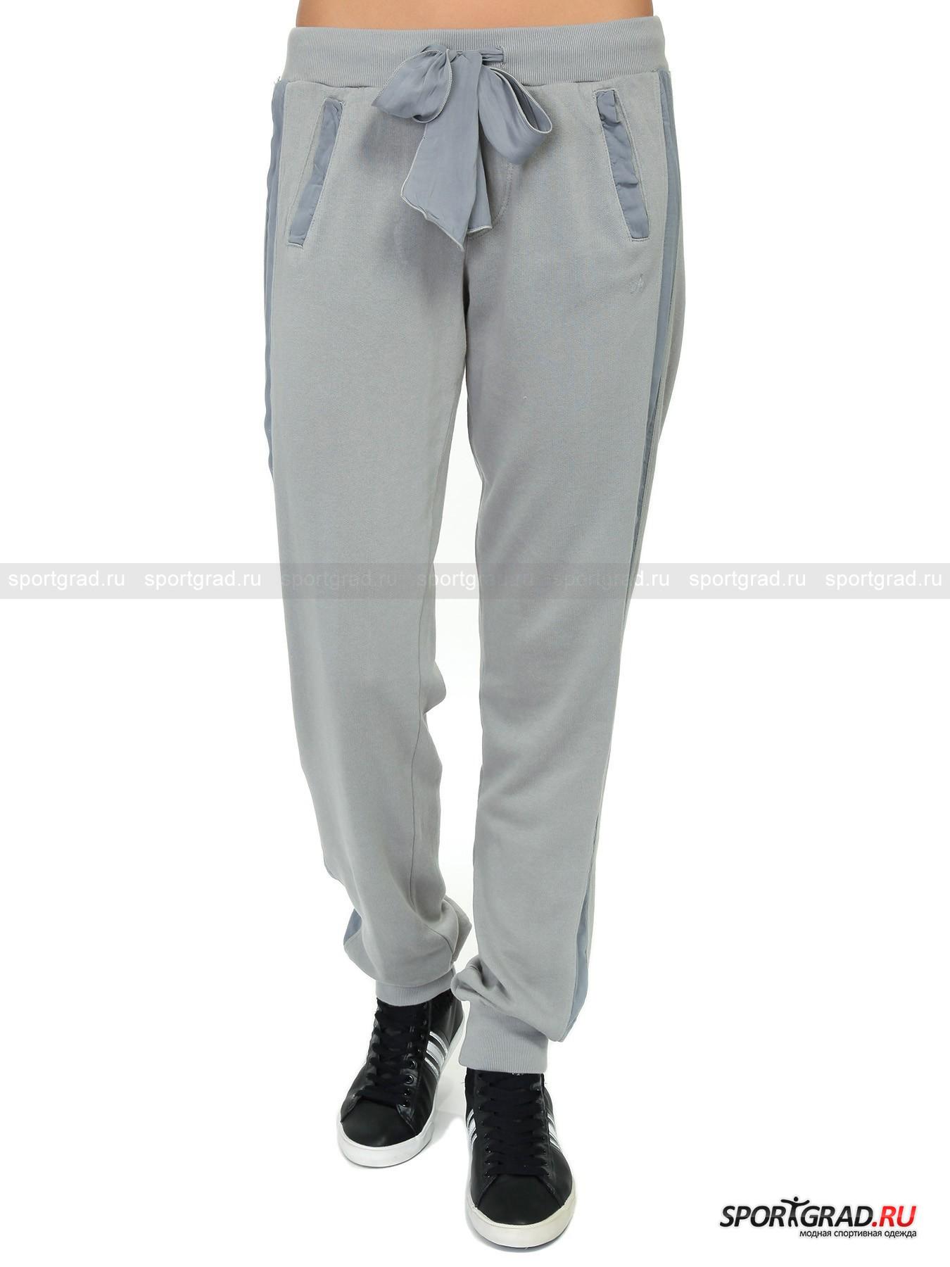 Брюки женские Pants DEHA в спортивном стилеБрюки<br>Неброские брюки Pants Deha – классическая модель, которая станет универсальной «базой» для любого образа в спортивном стиле. Эта модель невероятна комфортна благодаря прямому крою штанин, дарящему абсолютную свободу движений, мягкому трикотажному поясу и изнанке из уютного «плюшевого» материала, который отлично согреет в холодную погоду. Идеальные штаны для утренних пробежек по парку или вечера в кругу семьи в загородном доме. Украшение этой простой модели – вставки из воздушной ткани по бокам вдоль штанин и на окантовке карманов и красивая полупрозрачная регулирующая лента на поясе.<br><br>Пол: Женский<br>Возраст: Взрослый<br>Тип: Брюки<br>Рекомендации по уходу: стирка в теплой воде до 30 С; не отбеливать; гладить слегка нагретым утюгом  (температура до 120 C); только сухая чистка; нельзя выжимать и сушить в стиральной машине<br>Состав: основное изделие 100% хлопок, вставки 100% вискоза