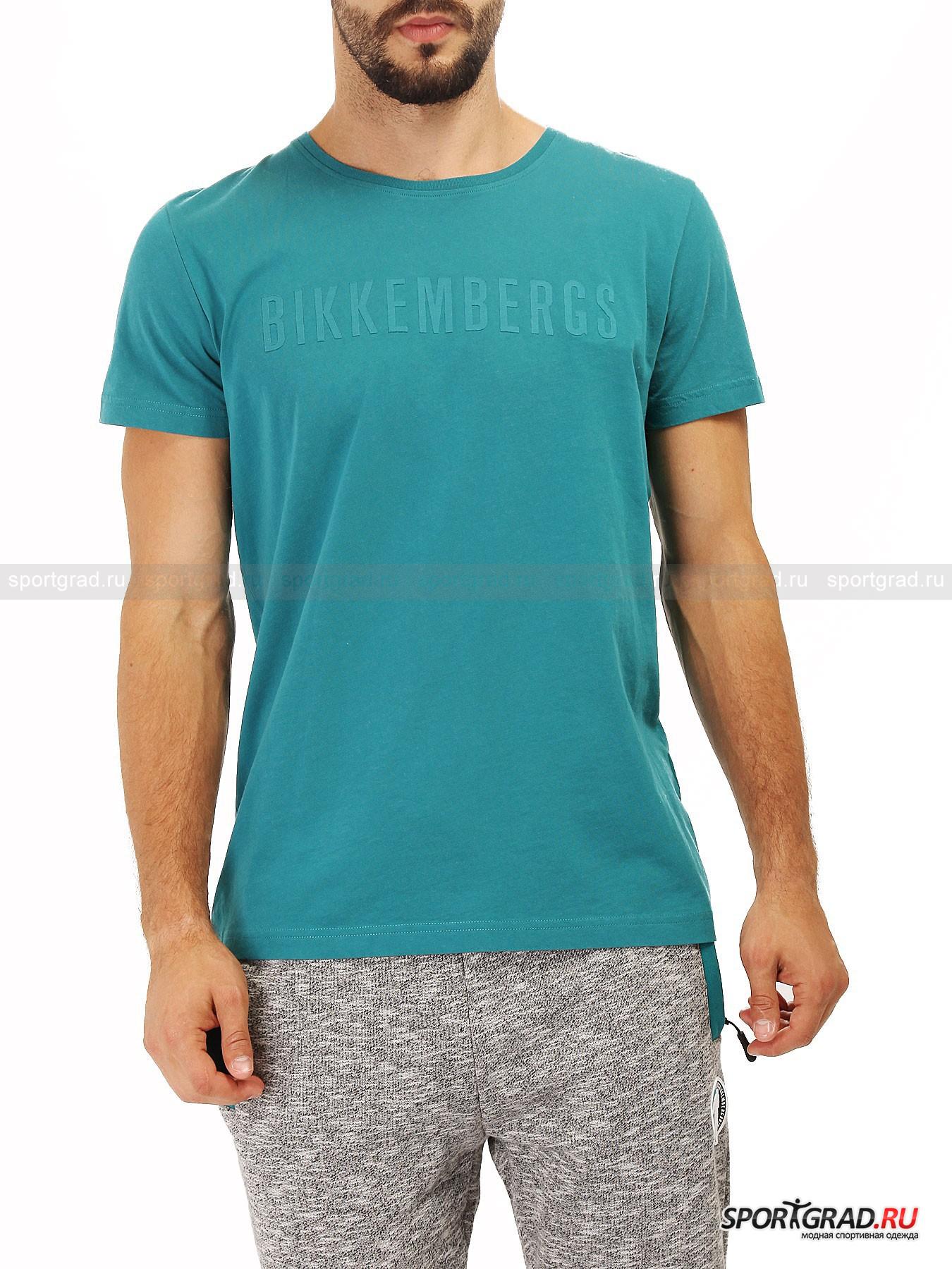 Футболка мужская BIKKEMBERGS LogoФутболки<br>Коллекции немецкого бренда Bikkembergs отличаются визуальной простотой и минималистичностью. Но за ними прячется особый стиль и строгое следование дизайнерским идеям самого создателя бренда.<br><br>Мужская футболка Logo с фирменный надписью компании на груди представляет собой отличный пример спортивной одежды, которая одинаково актуально смотрится как в спортзале, так и на улицах города. Приятный материал изготовления позволяет чувствовать себя максимально комфортно во время прогулок или в процессе выполнения физических нагрузок.<br><br>•Классический круглый ворот<br>•Натуральный материал изготовления<br>•Свободный крой<br><br>Пол: Мужской<br>Возраст: Взрослый<br>Тип: Футболки<br>Рекомендации по уходу: Ручная стирка, не отбеливать, не сушить в барабане стиральной машины, гладить при температуре не выше 110С, химчистка запрещена.<br>Состав: 100% хлопок.