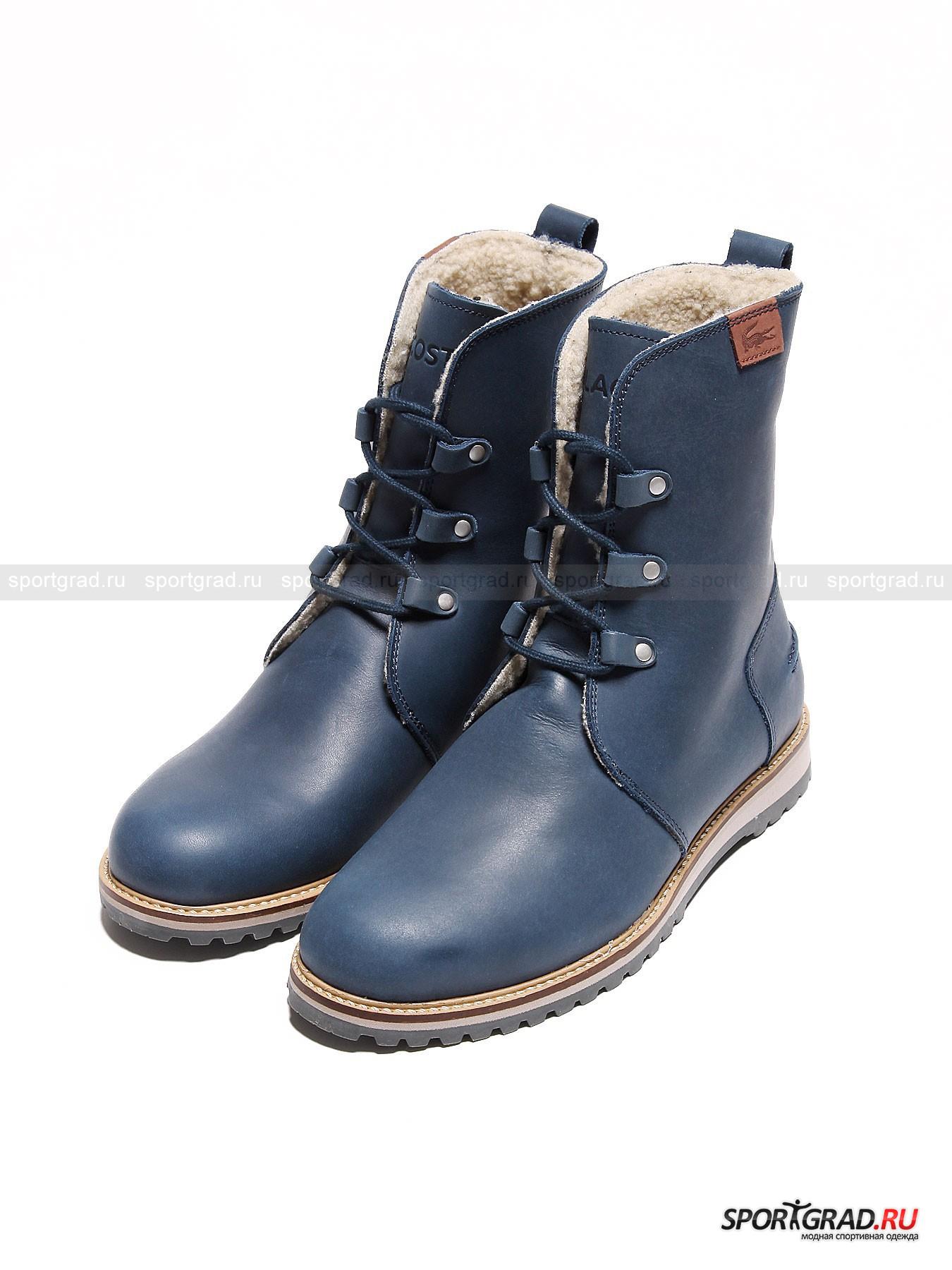 Ботинки женские с мехом внутри Baylen 4 LACOSTEБотинки<br>В этом сезоне обувь от Lacoste отличается лаконичным дизайном, который придется по вкусу поклонникам минимализма. Высокие ботинки на шнуровке Baylen 4 Lacoste выглядят очень просто и вместе  с тем элегантно. Они сделаны из матовой кожи синего или бежевого цвета, внутри имеется меховая подкладка. Тем не менее эта модель скорее предназначена для холодного межсезонья, чем для настоящей снежной зимы. Ботинки очень мягкие и комфортные, подошва отлично гнется, обеспечивая легкость движений. <br><br>Особенности модели:<br>-функциональная стелька Ortholite, предназначенная для улучшения амортизации  и вентиляции и устранения неприятных запахов;<br>-шнуровка до верха голенища;<br>-рельефная подошва;<br>-уплотненная пятка;<br>-петля на заднике;<br>-фирменный логотип марки и надпись Lacoste на «язычке».<br><br>Пол: Женский<br>Возраст: Взрослый<br>Тип: Ботинки<br>Рекомендации по уходу: Стандартный уход за кожаной обувью. Нельзя мыть водой<br>Состав: Натуральная кожа. Внутри искуственный мех.