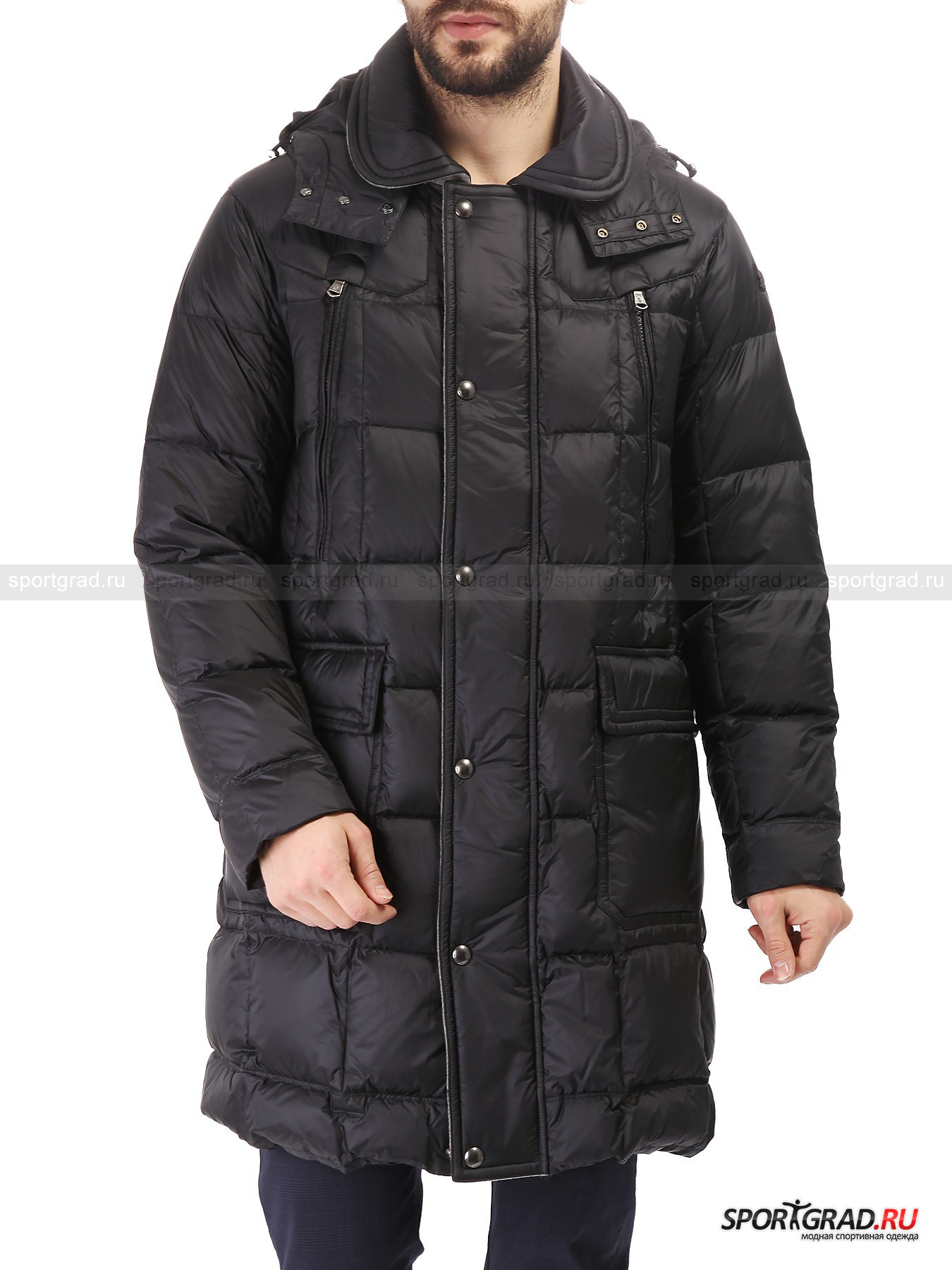 Пальто пуховое мужское MARINA YACHTINGКуртки<br>Длинное мужское пальто от Marina Yachting – ваше спасение в морозы. Под такое пальто можно надеть даже тонкие брюки, ведь оно в зависимости от роста может доходить до колен, надежно защищая от ветра и согревая благодаря натуральному наполнителю пух/перо.<br><br>Такое пальто пригодится всем, кто любит зимой совершать долгие прогулки или по какой-то другой причине вынужден долго находиться на улице.  Множество карманом позволит взять с собой все необходимые мелочи, не используя сумку. <br><br>Особенности модели:<br>- большой отстегивающийся капюшон с утяжкой;<br>- отложной воротник с шерстяной подкладкой;<br>- фронтальная молния с двумя бегунками;<br>- планка на кнопках поверх молнии, также с шерстяной изнанкой;<br>- четыре кармана снаружи и один внутри;<br>- традиционная нашивка-парус на плече.<br><br>Пол: Мужской<br>Возраст: Взрослый<br>Тип: Куртки<br>Рекомендации по уходу: нельзя стирать, отбеливать, гладить; разрешена сухая химическая чистка<br>Состав: материал верха 100% полиамид; подкладка 100% полиэстер; вставки 80% шерсть, 20% полиамид; наполнитель 80% пух, 20% перо