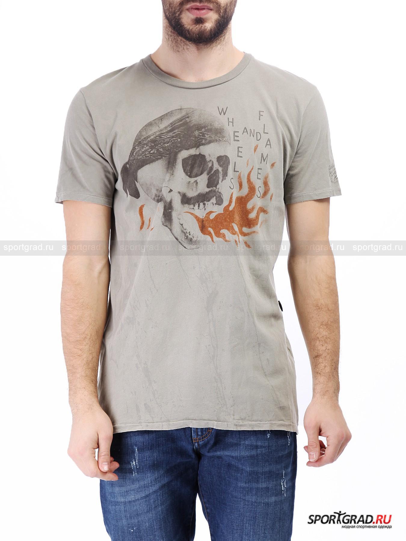 Футболка мужская  RUDE RIDERSФутболки<br>Эффектная футболка в традиционном для Rude Riders винтажном стиле, декорированная брутальным принтом с изображением черепа, выдыхающего пламя. Такой необычный рисунок – дань байкерским традициям, благодаря которым и появился узнаваемый дизайн вещей марки.<br><br>Футболка сделана из премиального хлопка, она фантастически мягкая и приятная к телу. Ткань выглядит будто бы немного выцветшей и покрыта специально сделанными разводами.<br><br>Пол: Мужской<br>Возраст: Взрослый<br>Тип: Футболки<br>Рекомендации по уходу: стирка в теплой воде до 30 С; не отбеливать; гладить слегка нагретым утюгом (температура до 110 C); разрешена сухая химическая чистка; нельзя выжимать и сушить в стиральной машине<br>Состав: 100% хлопок