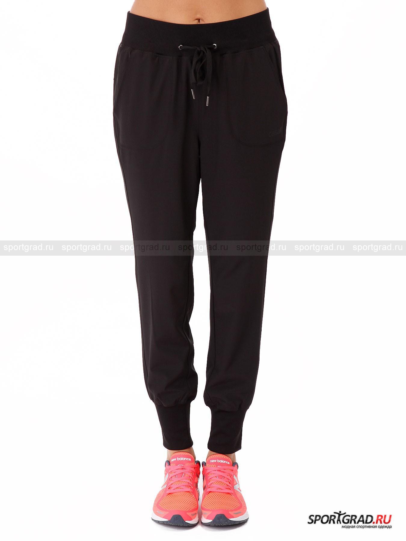 Брюки женские Urban joggers CASALLБрюки<br>Однотонные черные спортивные штанишки Urban Joggers Casall подойдут для танцев и кардио-тренировок и легко станут основой вашего фитнес-образа, так как будут хорошо сочетаться с любой майкой или футболкой. Они сшиты из функциональной ткани, которая прекрасно пропускает воздух, обеспечивая максимальную вентиляцию. Брюки отлично тянутся во все стороны, гарантируя полную свободу движений. Модель снабжена плотным эластичным поясом с кулиской и лентами-утяжками, а также широкими манжетами внизу штанин. По бокам есть два кармана.<br><br>Пол: Женский<br>Возраст: Взрослый<br>Тип: Брюки<br>Рекомендации по уходу: стирка в теплой воде до 40 С; не отбеливать; гладить слегка нагретым утюгом (температура до 110 C); щадящая сухая чистка; нельзя выжимать и сушить в стиральной машине<br>Состав: 93% полиэстер, 7% эластан
