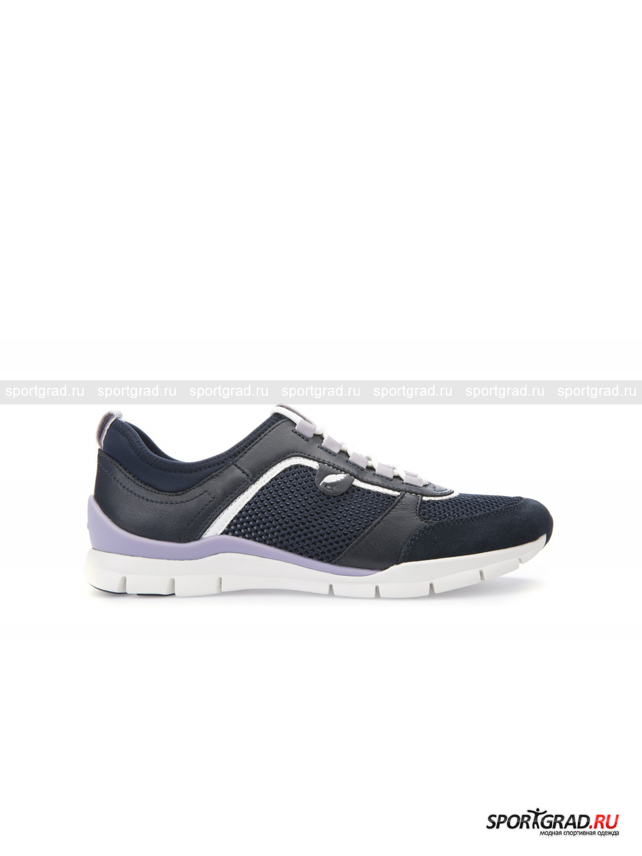 Кроссовки женские Sukie GEOX NavyКроссовки<br>Невесомые и очень гибкие кроссовки Sukie от Geox – идеальная обувь для занятий спортом или долгих прогулок. Анатомическая форма колодки позволяет ступне сгибаться под естественным углом, особая технология Respira гарантирует максимальную воздухопроницаемость. Нога здесь вентилируется со всех сторон, включая подошву, что исключает возможность потения. К тому же внутри обуви поддерживается постоянная температура и комфортный микроклимат.<br><br>Особенности модели:<br>- усиленная пятка и носок;<br>- три материала верха: кожа, замша, текстиль;<br>- съемная амортизирующая стелька;<br>- рифленая подошва.<br><br>Пол: Женский<br>Возраст: Взрослый<br>Тип: Кроссовки<br>Рекомендации по уходу: Протирать мягкой сухой тканью.<br>Состав: Кожа, замша, текстиль.