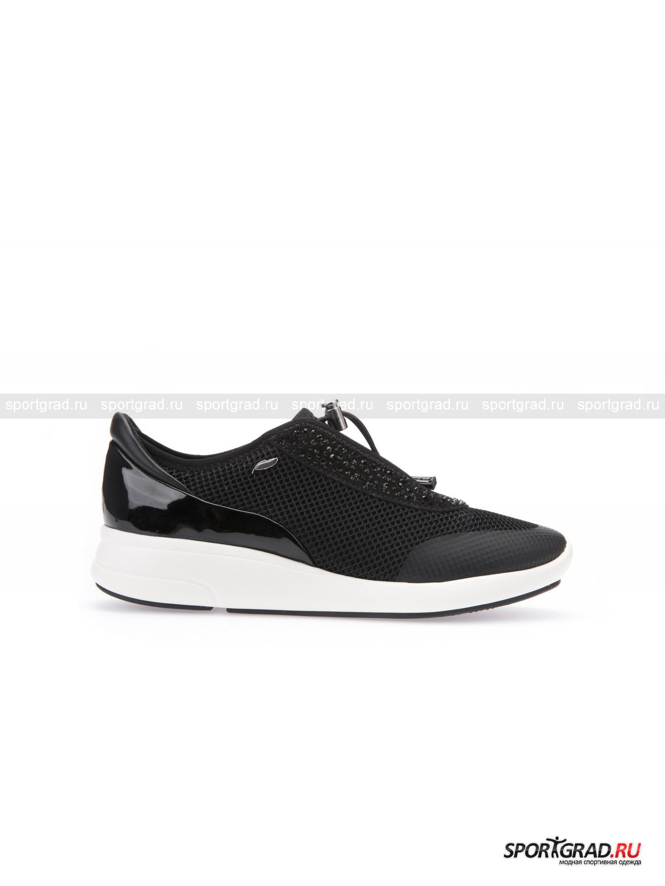 Кроссовки женские Ophira GEOX BlackКроссовки<br>Нарядные черные кроссовки Ophira Geox Black подойдут не только для повседневной носки или спорта, но и для вечеринки – блестящая поверхность, покрытая сетчатой тканью, дополнена глянцевыми вставками и россыпью черных страз. Небанальное решение для обуви такого фасона, которое сразу привлечет к вам внимание, куда бы вы ни направились.<br><br>Кроме эффектного внешнего видав, кроссовки выделяются максимальным удобством. Благодаря фирменной технологии Respira она прекрасно пропускают воздух, позволяя ноге «дышать» и препятствуя возникновению пота и неприятного запаха. <br><br>Особенности модели:<br>- мягкая амортизирующая стелька анатомической формы;<br>- гибкая подошва;<br>- шнурки не завязываются, а утягиваются специальным замочком.<br><br>Пол: Женский<br>Возраст: Взрослый<br>Тип: Кроссовки<br>Рекомендации по уходу: Протирать мягкой тканью.<br>Состав: Искусственная кожа, текстиль.
