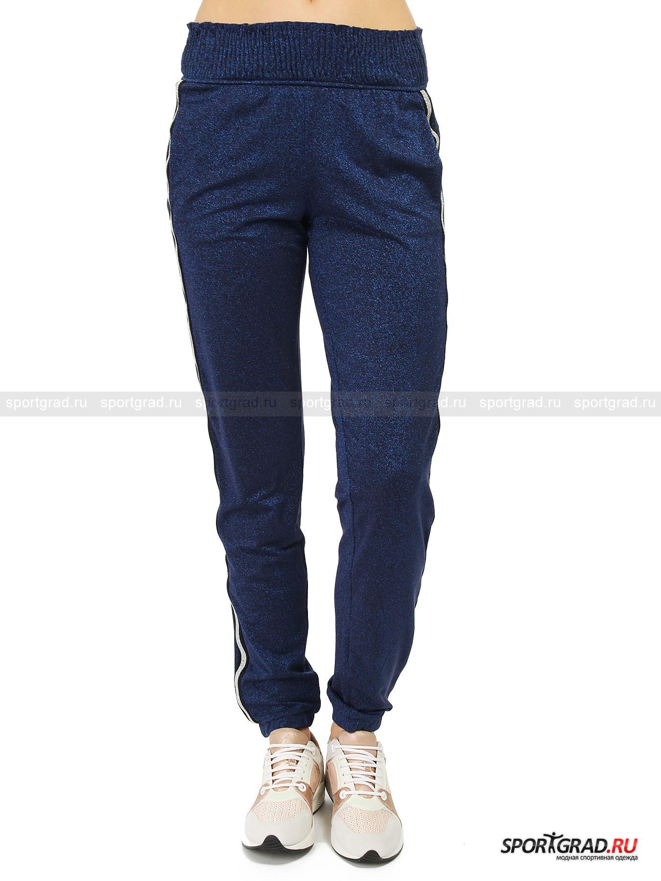 Брюки женские с люрексом Pants DEHAБрюки<br>Одежда итальянского бренда Deha уникальна – марка создает вещи в спортивном стиле, которые часто выглядят столь ярко и нарядно, что в них вполне можно отправиться на вечеринку. Вы точно произведете фурор, появившись на празднике в сияющих брюках, представленных на этой странице, особенно если дополнить их изящными туфлями или босоножками на шпильке.<br><br>Штаны Pants Deha выполнены из ткани с люрексом и будто бы усыпаны маленькими звездочками. Также здесь имеются лампасы из сильно блестящего серебристого материала. Зауженный крой и удобный пояс на резинке довершают картину.<br><br>Пол: Женский<br>Возраст: Взрослый<br>Тип: Брюки<br>Рекомендации по уходу: стирка в теплой воде до 30 С; не отбеливать; гладить слегка нагретым утюгом (температура до 110 C); химическая чистка сухим способом; нельзя выжимать и сушить в стиральной машине<br>Состав: 64% вискоза, 16% полиэстер, 15% полиамид, 5% эластан