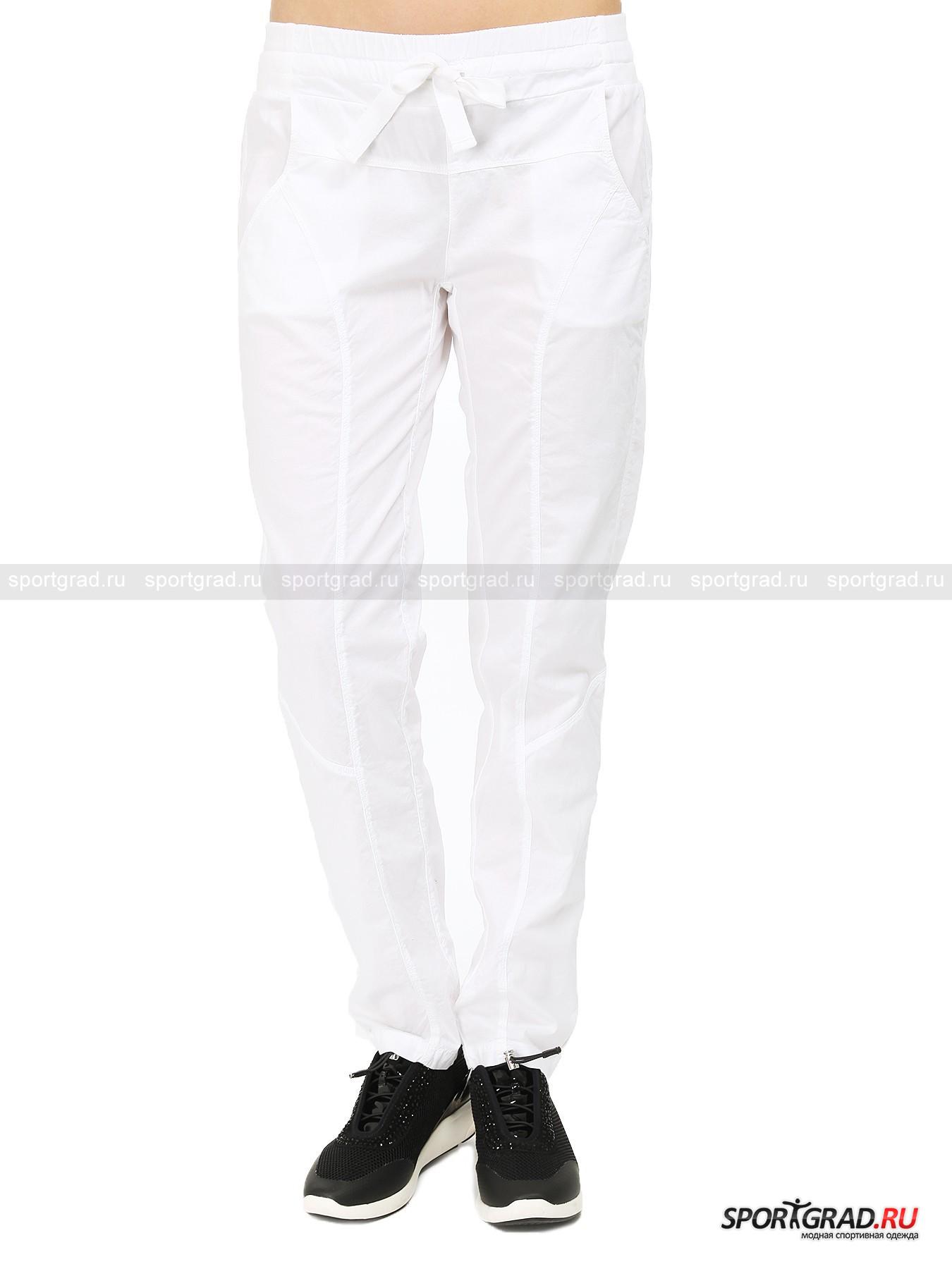 Брюки женские Pants DEHAБрюки<br>Симпатичные брюки Pants Deha – отличная замена привычным джинсам или «чиносам» на теплое время года. Штаны изготовлены из очень легкого и тонкого хлопкового полотна, приятного на ощупь. Модель не уступает по комфорту спортивным брюкам,н о при этом выглядит элегантно и может сочетаться не только с кедами или кроссовками, но и каблуками.<br><br>Особенности модели:<br>- пояс на резинке с кулиской и регулирующей ленной;<br>- два кармана по бокам и два сзади;<br>- прямой крой;<br>- вертикальные швы, зрительно удлиняющие ноги.<br><br>Пол: Женский<br>Возраст: Взрослый<br>Тип: Брюки<br>Рекомендации по уходу: стирка в теплой воде до 30 С; не отбеливать; гладить слегка нагретым утюгом (температура до 110 C); химическая чистка сухим способом; нельзя выжимать и сушить в стиральной машине<br>Состав: 97% хлопок, 3% эластан