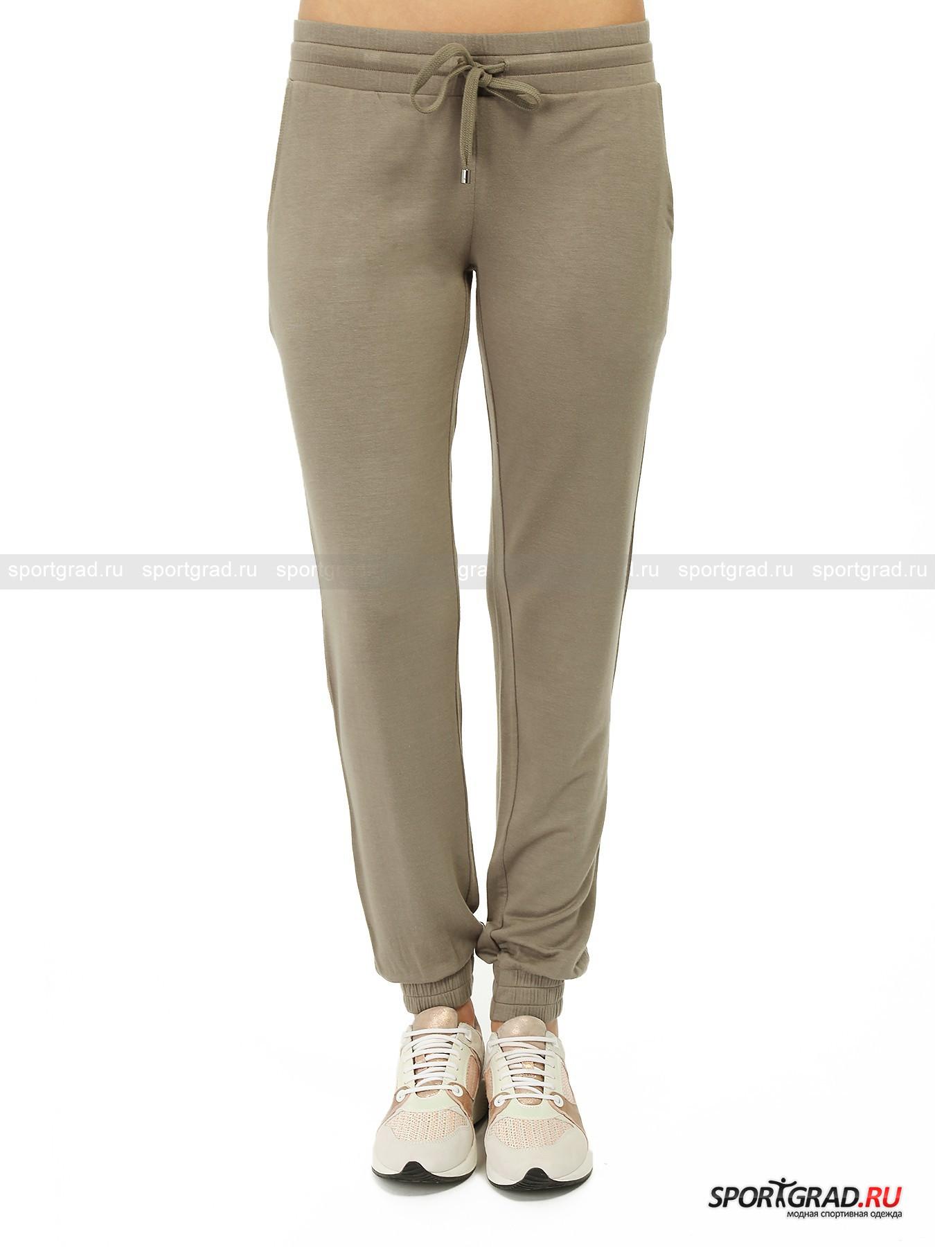 Брюки женские JUVIAБрюки<br>Замечательные брюки от Juvia  модного цвета хаки изготовлены из невероятно нежного, мягкого, струящегося материала. Они идеально подойдут для спорта низкой интенсивности, такого как йога и пилатес. Штаны прекрасно пропускают воздух и приятно прикасаются к телу, они хорошо впитывают влагу, испаряя ее с поверхности и оставляя кожу сухой. Брюки превосходно сидят и обеспечивают полный комфорт.<br><br>Особенности модели:<br>- эластичный пояс  с кулиской и регулирующей лентой;<br>- манжеты на резинках внизу штанин;<br>- два кармана по бокам и один сзади;<br>- слегка зауженный крой.<br><br>Пол: Женский<br>Возраст: Взрослый<br>Тип: Брюки<br>Рекомендации по уходу: стирка в теплой воде до 30 С; не отбеливать; гладить слегка нагретым утюгом (температура до 110 C); химическая чистка запрещена; нельзя выжимать и сушить в стиральной машине<br>Состав: 45% вискоза, 45% модал, 10% эластан