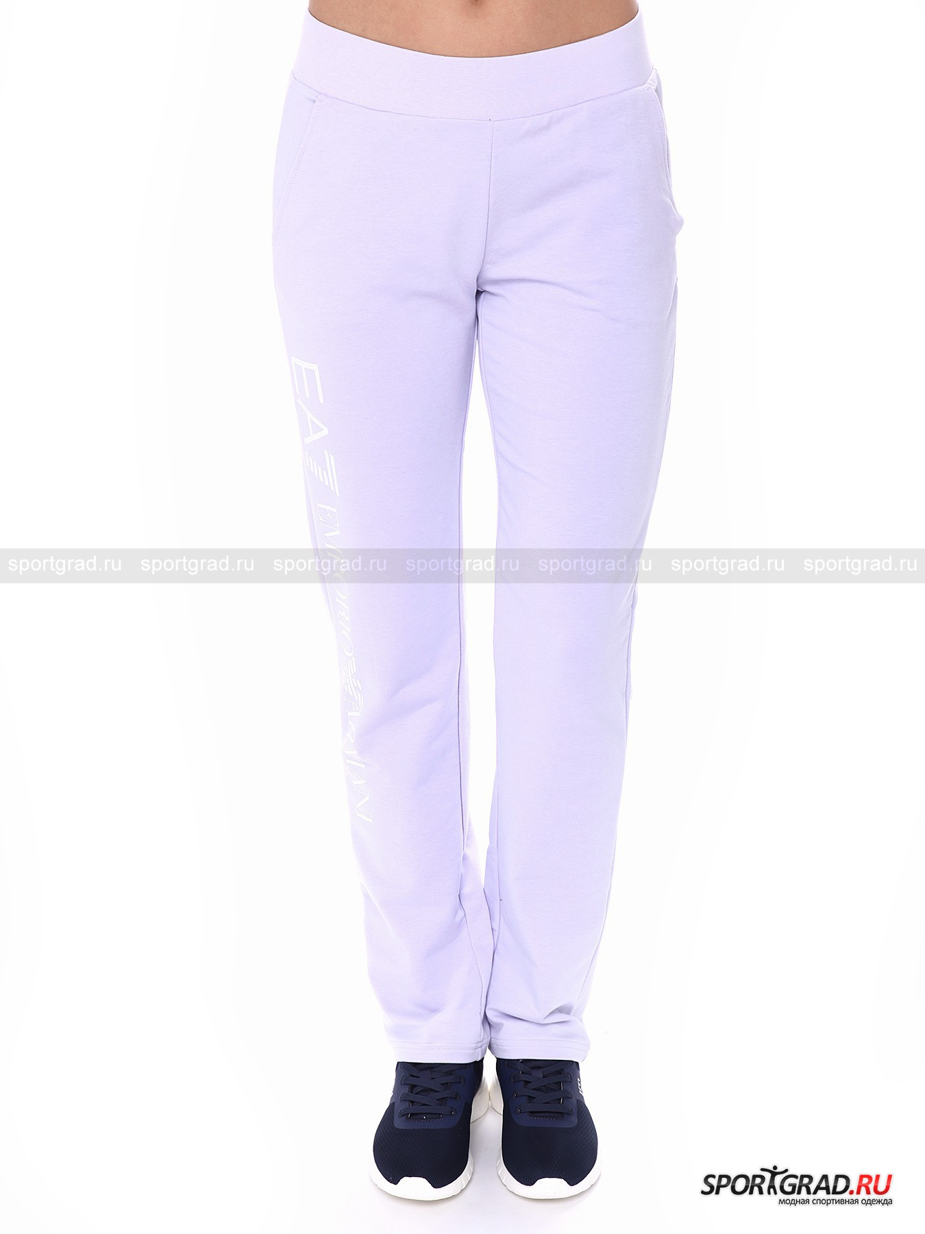 Брюки женские Train Graph Series Pants EA7 Emporio ArmaniБрюки<br>Великолепные брюки Train Graph Series Pants пригодятся и для тренировок, и для повседневной жизни. Они фантастически удобны за счет пояса на резинке, продуманного кроя и мягчайшего эластичного материала. Брюки однотонные, лишь сбоку на штанине расположилась надпись EA7 Emporio Armani, а у пояса – фирменный логотип. Также здесь имеются два кармана.<br><br>Пол: Женский<br>Возраст: Взрослый<br>Тип: Брюки<br>Рекомендации по уходу: стирка в теплой воде до 30 С; не отбеливать; гладить слегка нагретым утюгом (температура до 110 C); химчистка запрещена; нельзя сушить в стиральной машине<br>Состав: 65% хлопок, 30% полиэстер, 5% эластан