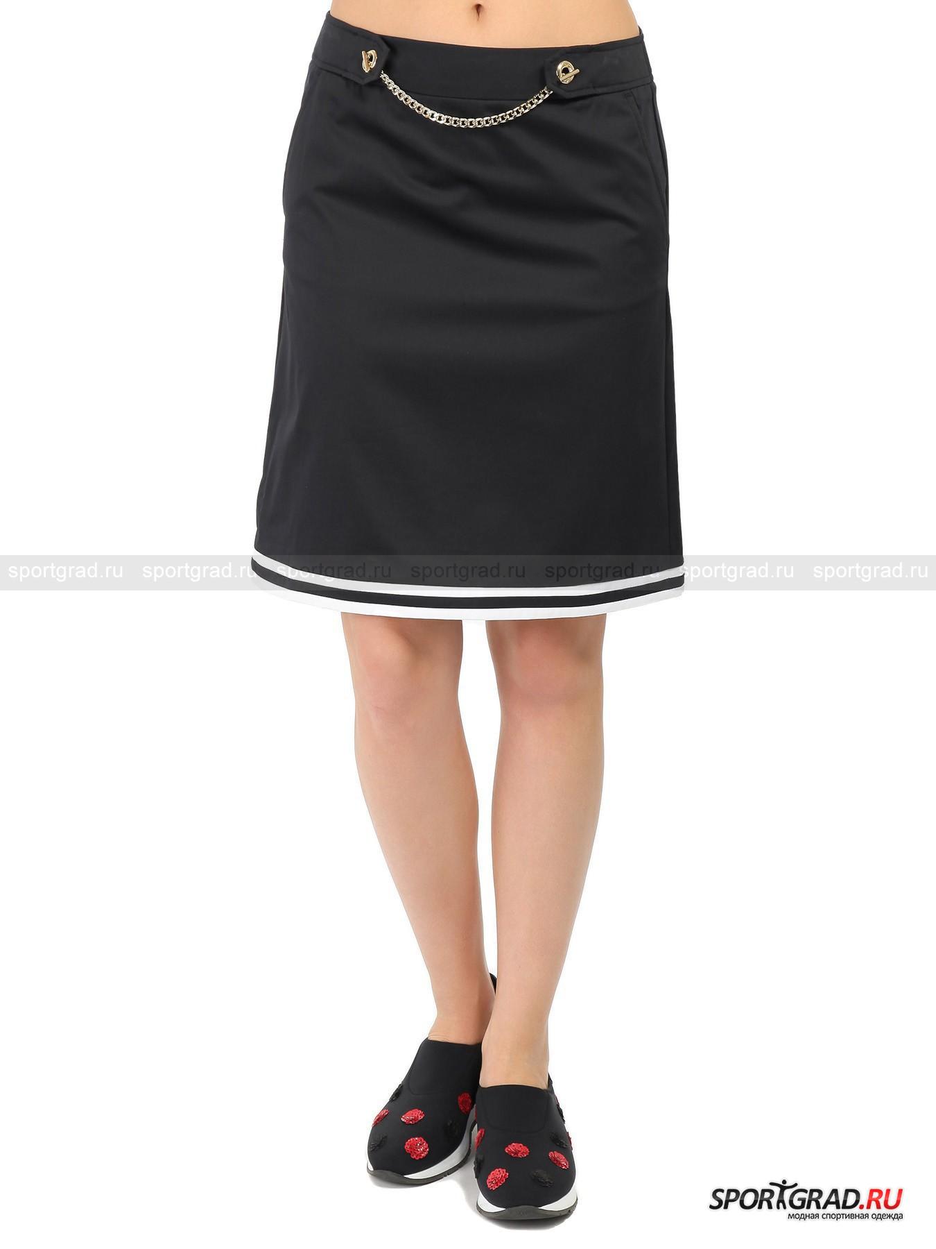 Юбка женская MARINA YACHTINGЮбки<br>Элегантная юбка трапецевидной формы от Marina Yachting – легкая модель из тонкого, но плотного хлопкового полотна с гладкой поверхностью, имеющей красивый атласный отблеск. О любимом маркой «морском» стиле здесь напоминают белые полоски вдоль подола и настоящая цепь, украшающая пояс. При желании цепочку можно легко снять. Модель также имеет два кармана по бокам и молнию сзади для удобного надевания и хорошей посадки.<br><br>Пол: Женский<br>Возраст: Взрослый<br>Тип: Юбки<br>Рекомендации по уходу: ручная стирка; не отбеливать; гладить слегка нагретым утюгом (температура до 110 C); химическая чистка сухим способом; нельзя выжимать и сушить в стиральной машине<br>Состав: 96% хлопок, 4% эластан