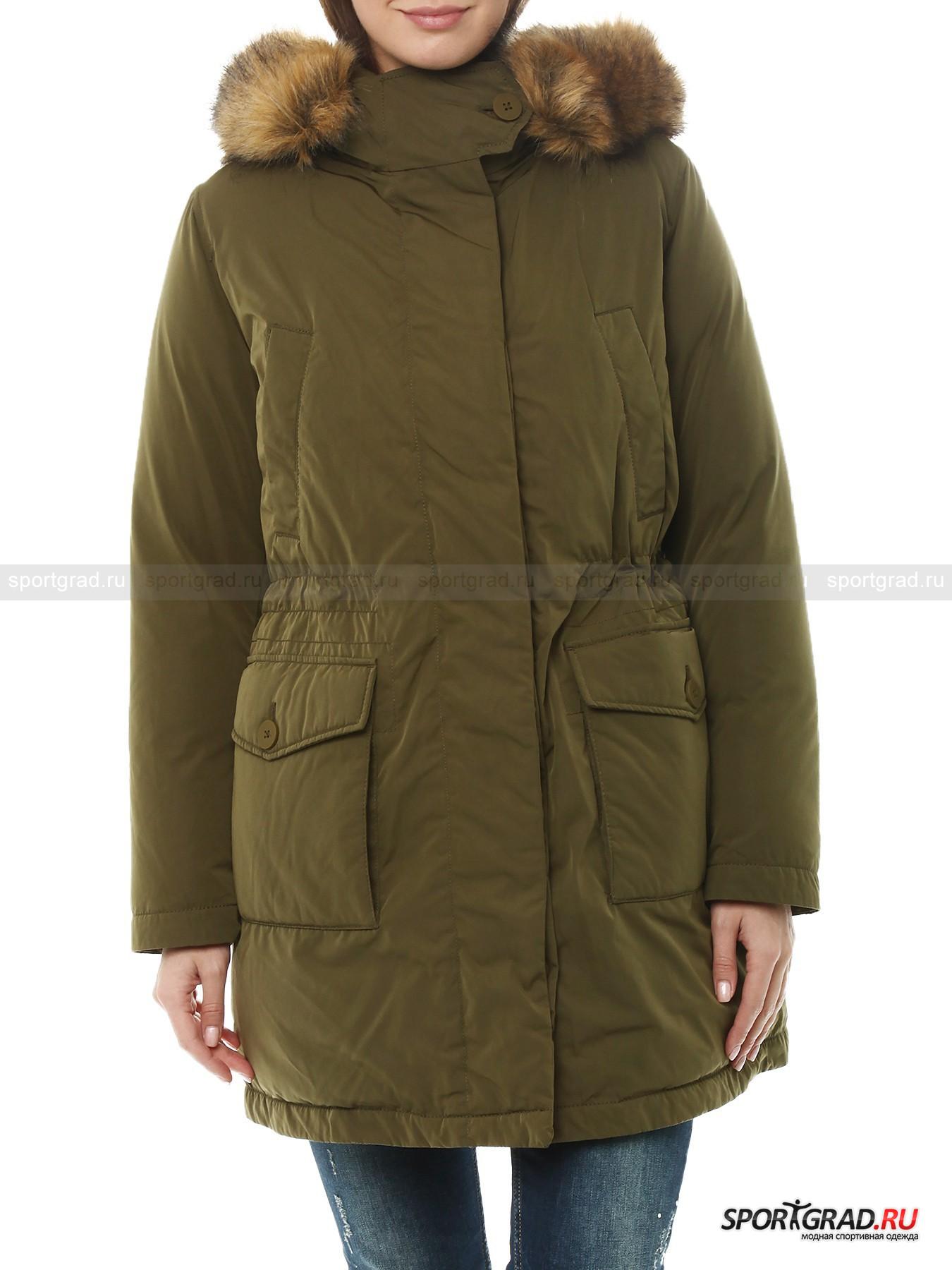 Парка пуховая для зимы Military Jacket GEOXПуховики<br>Продукция компании Geox совершенно уникальна: марка, помимо внешней составляющей, уделяет большое внимание научным разработкам. Одежда и обувь бренда высокотехнологична, и, выбирая ее, вы можете быть уверены – здесь все продумано для вашего максимального комфорта.<br><br>Великолепная куртка цвета хаки, представленная на этой странице, рассчитана на ношение при минусовых температурах: не замерзнуть поможет слой натурального утеплителя пух/перо. Помимо этого, куртка не продувается и не промокает. Но самое главное: модель выполнена по уникальной технологии Respira, позволяющей максимально эффективно выводить наружу испарения тела, оставляя кожу сухой и обеспечивая правильную терморегуляцию.<br><br>Особенности модели:<br>- фронтальная молния с двумя бегунками и планка на пуговицах поверх нее:<br>- капюшон со съемной отделкой из искусственного меха;<br>- утяжка изнутри в районе талии;<br>- два внутренних кармана: один на молнии и один на липучке;<br>- четыре внешних кармана;<br>- петля для подвешивания.<br><br>Пол: Женский<br>Возраст: Взрослый<br>Тип: Пуховики<br>Рекомендации по уходу: ручная стирка; не отбеливать; гладить при температуре до 110 С; щадящая химическая чистка; нельзя сушить в стиральной машине<br>Состав: 82% полиэстер; 18% полиамид; внутри 90% пух, 10% перо; подкладка 100; полиамид